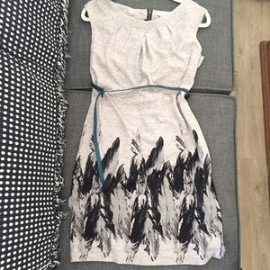 Jonathan Martin Cute Grey Feather Print dress. 8